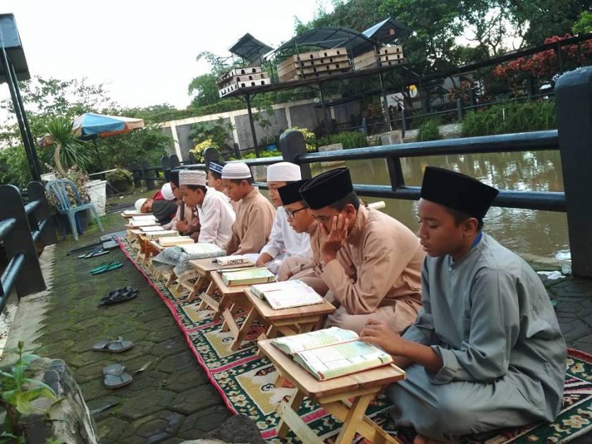 Pesantren Penghafal Al Qur'an di Sentul  sore