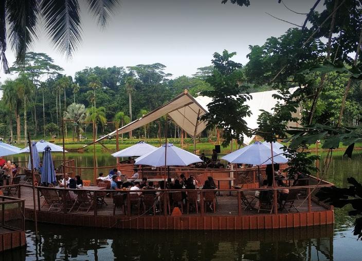 Rumah Makan Sunda di Sentul City  suasan