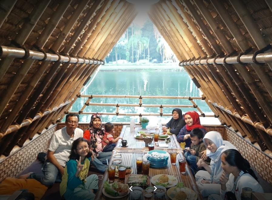Rumah Makan Sunda di Sentul City  keluarga