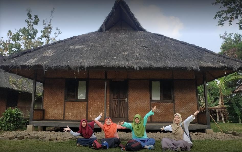 Kampung Budaya Sindang Barang rumah