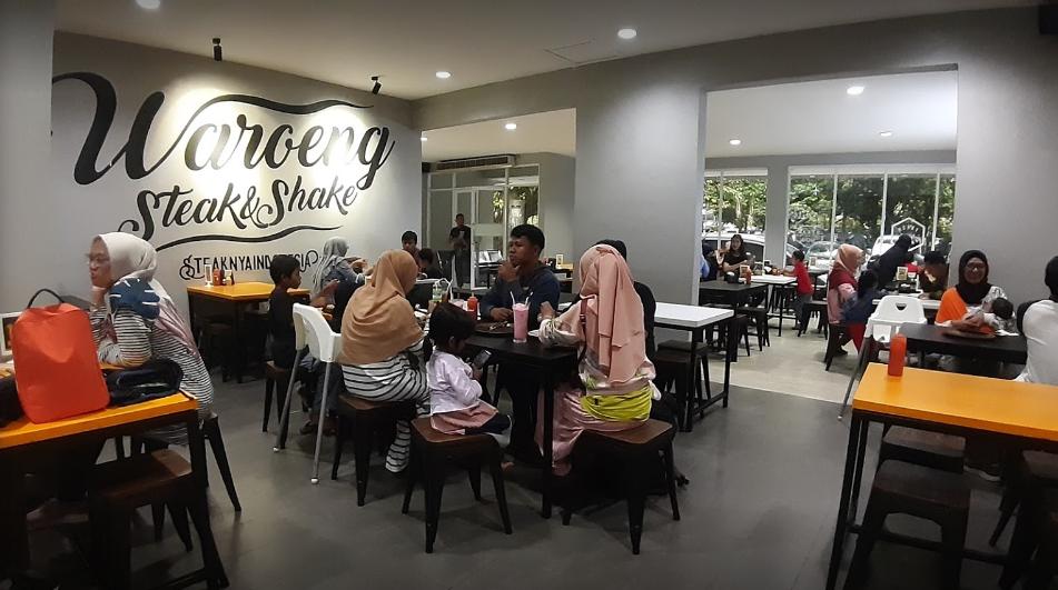 Waroeng Steak Bogor suasana