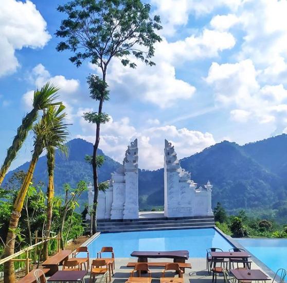 Resort Di Sentul view