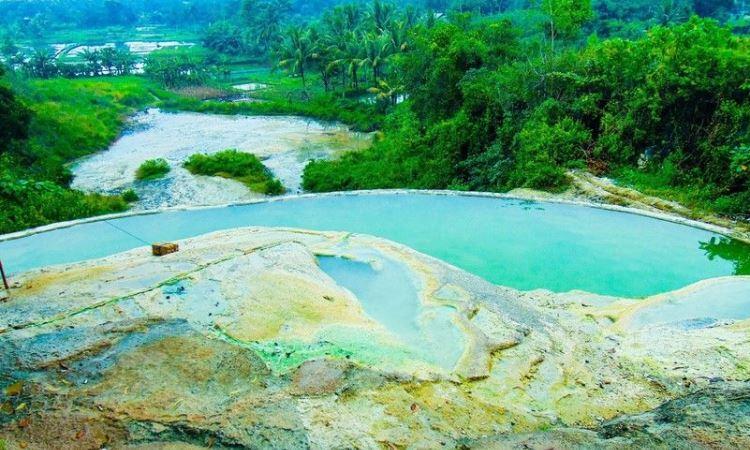 Gunung Peyek Tempat pemandian air pnas